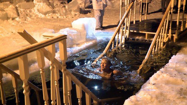 Где окунуться в прорубь на Крещение в Хибинах?